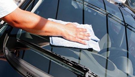 membersihkan jamur kaca mobil