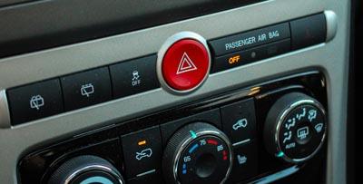 fungsi lampu hazard pada mobil