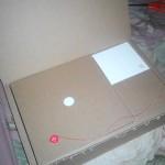 Kotak Oneplus One dengan pin bekas membukanya