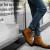 Kelebihan Sepatu Kulit Asli dan Cara Merawatnya