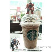 Foto Gundam RX-78 dan Zaku II Beraksi di Coffee Shop