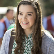 Hailee Steinfeld Pemeran Emily Pada Film Pitch Perfect 2