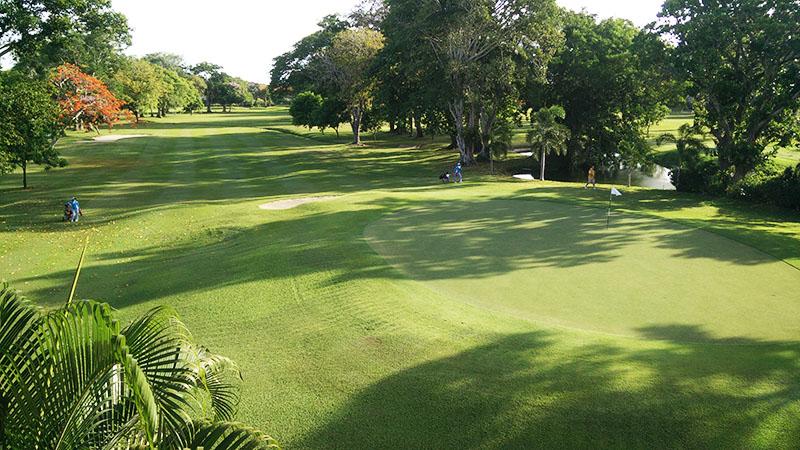 pemandangan hotel padang golf bali