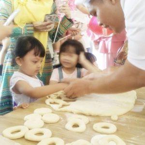 Belajar Membuat Donat Untuk Anak-Anak