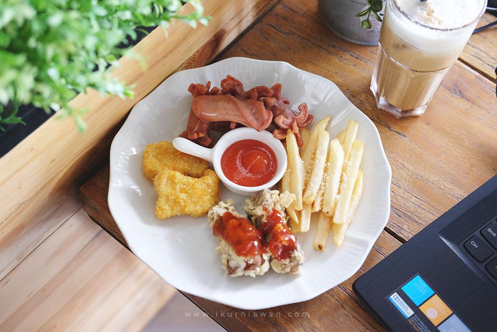 Pilihan Snack Teman Ngopi di Wake Up Cafe Bandar Lampung