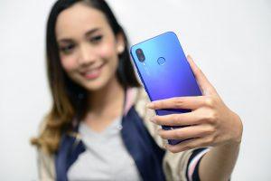 Huawei Nova 3i dalam genggaman tangan