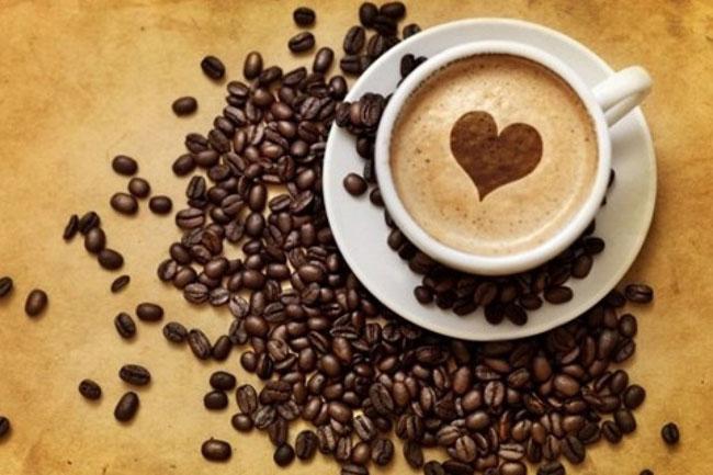 menikmati-secangkir-kopi