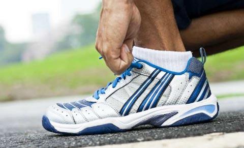 tips memilih sepatu lari