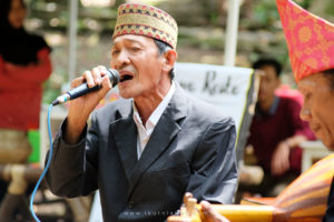 Penyanyi Gambus Lampung di pasar Tahura Lampung
