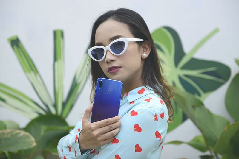 Smartphone Stylish Untuk Generasi Muda